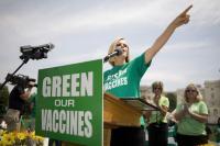 Andrew Wakefield'in İngiltere'de başlattığı aşı karşıtı kapmanya, ABD'de Jenny McCarthy desteği ile yayılıyor.