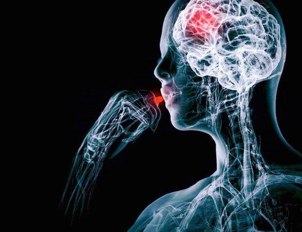 Plasebo, hastalığı tedavi edecek herhangi bir etkinliği olmayanmaddelerin veya nedensiz girişimlerin, hastaların kendilerini daha iyi hissetmelerine neden olan etkilere verilen isim.