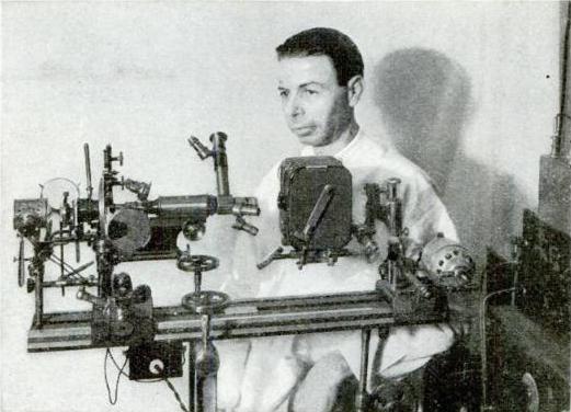 Royal Raymond Rife, kanseri tedavi ettiğini iddia ettiği makinesiyle