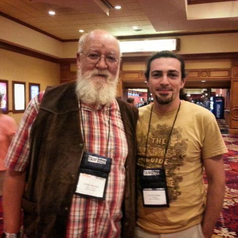 Yalansavar yazarlarından Cüneyt, TAM2014'te ünlü filozof, yazar ve biliminsanı Daniel Dennet ile.